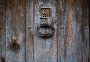 door-1885126_1280-1024x706